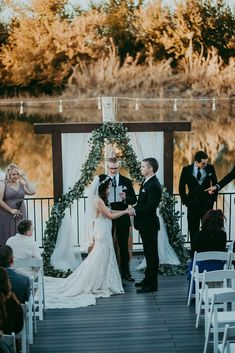 The Windmill Winery Lake House Ceremony #lakehouse #lakehousewedding #arizonawedding #weddingsinarizona #lakewedding #arizonaweddingvenue #weddingvenue #lakeweddingvenue