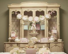 How special to invite your daughter's closest friends over for a sweet, fancy Valentine Party !  N...