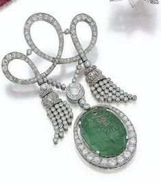 Fantastic emerald and diamond brooch, Cartier!