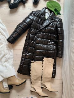Gloves, Winter Jackets, Leather, Fashion, Winter Coats, Moda, Winter Vest Outfits, Fashion Styles, Fashion Illustrations