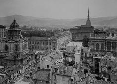 Torino, 1931. (Dal vertice della Cupola della Chiesa Ss.Trinità). Panorama della città verso est dalla cupola della Santissima Trinità con la cupola della chiesa di San Lorenzo in primo piano.