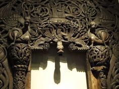 Viking church doorway, Oslo (by Gowersaint). Art Viking, Viking Ship, Viking Woman, Viking Culture, Empire Romain, Art Antique, Old Norse, Les Religions, Norse Vikings