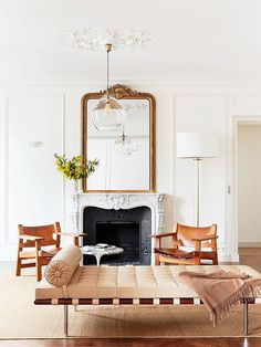"""Vintage Decor Living Room This Décor """"Mistake"""" Makes All French-Girl Homes Look Insanely Cool via - We chatted with talented French interior designer Betsy Kasha on what makes a French girl's home look so insanely cool. Read her Parisian décor tips. French Living Rooms, French Country Living Room, Living Spaces, French Country Rug, French Country Decorating, Modern French Decor, French Farmhouse, Modern Retro, Farmhouse Table"""