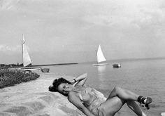 Nézd meg képeken, hogyan nyaraltak régen a magyarok: retró fotók! | femina.hu Aktiv, Budapest, Hungary, Retro Vintage, The Past, Shades, India, Black And White, Landscape