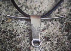 Olisko TORO-riipus teidän faijan näkönen juttu? Miten sä yllätät sunnuntaina isän?#anuek #kerava #koruseppä #hopeakoru #toro #uniquejewelry #handmadejewelry #silverjewelry #  www.koruseppa.fi