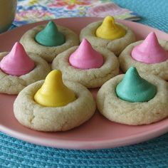 """""""Easter Mint Blossoms..."""" These look so yummy.!!! Butter cookies with a pastel mint to add a hint of spring to this traditional butter cookie recipe... Easter Brunch, Easter Dinner, Easter Party, Bunny Party, Easter Cookies, Easter Treats, Sugar Cookies, Mint Cookies, Easter Desserts"""