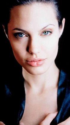 Angelina Jolie Hot Stills Lara Croft Angelina Jolie, Angelina Jolie Quotes, Angelina Jolie Young, Angelina Jolie Makeup, Angelina Jolie Pictures, Jolie Pitt, Le Jolie, Beautiful Celebrities, Beautiful Actresses