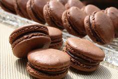 Macarons au chocolat.