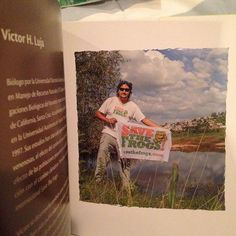 """Thanks to Víctor Luja @v.h.luja for giving SAVE THE FROGS! a shout out in his book """"La Rana Arboricola"""", the publication of which was funded in part through a SAVE THE FROGS! award. #savethefrogsmexico #amphibians #mexico #books #livro #libro #flags #ponds #anfibio #rana #arboricola #education #science #biology #ecofriendly #nature #outdoors #outside"""