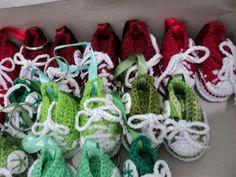 lembrancinhas...crochetsruth costa...eu que fiz...chaveirinhos all star de crochets....estou no facebook...R.J.