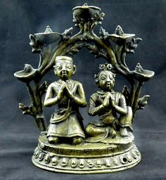 ANTIQUE BRONZE NEWARI DONOR FIGURES STATUE LAMP WITH INSCRIPTION NEPAL