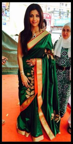 Shilpa Shetty in Mandire Bedi's saree. Beautiful!!