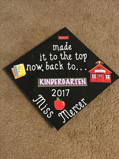 Future Kindergarten Teacher Graduation Cap Graduate Cap Designs - - Best Picture For College Graduation captions For Your Taste You are looking for somethin Teacher Graduation Cap, College Graduation Pictures, Graduation Cap Designs, Graduation Cap Decoration, Grad Cap, High School Graduation, Graduate School, Graduation Ideas, Grad Pictures