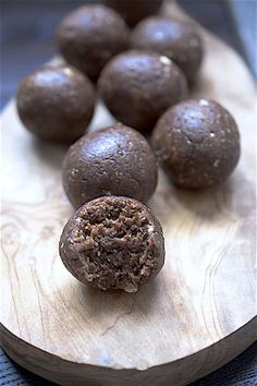 fig, stem ginger and dark chocolate energy bites
