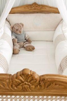 enxoval berço provençal Baby Bedroom, Kids Bedroom, Baby Sheets, Nursery Furniture, Nursery Toys, Daughters Room, Shabby Chic Bedrooms, Baby Pillows, Baby Boy Nurseries