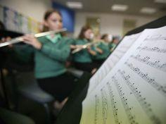 Escolas que ensinam artes obtém melhor desempenho dos alunos, diz pesquisa da Universidade da Flórida (EUA).