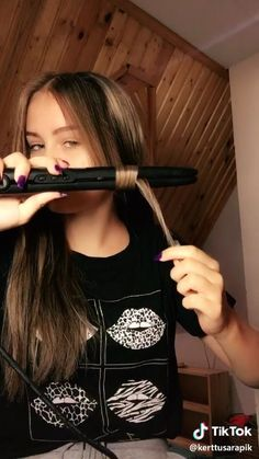 easy curls - All About Hair Easy Hairstyles For Long Hair, Curled Hairstyles, Girl Hairstyles, Hairstyles 2016, Hairstyles Videos, Hairstyles For Concerts, Simple Homecoming Hairstyles, Cute Fall Hairstyles, Running Late Hairstyles
