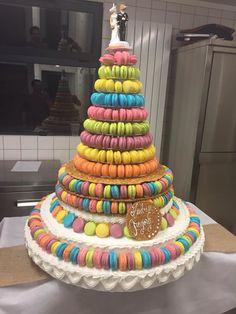 Pièce montée macarons multicolore