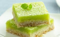 Mojito Bars by Betty Crocker Looking for a homemade dessert using Gold Medal® flour? Then try this mouth-watering mojito bar. Just Desserts, Dessert Recipes, Rum Recipes, Cheesecake Recipes, Recipes Dinner, Cocktail Recipes, Dinner Ideas, Cocktails, Healthy Recipes
