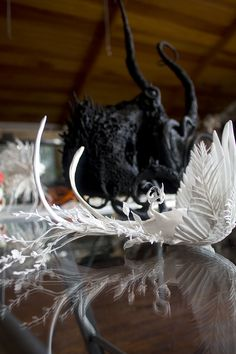 Work on the sculpture desk Ellen Jewett, Clay Figurine, Sculpting, Sculptures, Desk, Artists, Whittling, Sculpture, Desktop