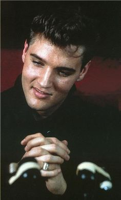 One of the pics from my favorite series of photos of elvis at his welcome home party... he's so dreamy in these pics!!!!