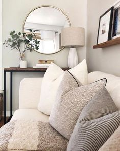 21 Cozy Apartment Living Room Decorating Ideas Hold up to date with the newest small living room decor some ideas (chic & modern). Find excellent methods for getting fashionable design even though you have a small living room. Living Room Mirrors, Living Room Sets, Home Living Room, Apartment Living, Living Room Designs, Living Spaces, Wall Mirrors, Barn Living, Cozy Apartment