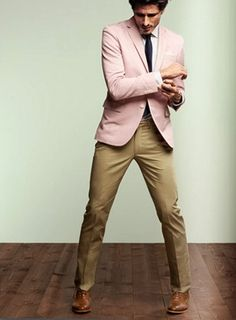 You're looking at the hard proof that a pink blazer and khaki dress pants are amazing when matched together in a classy ensemble for a modern guy. Brown leather oxford shoes complete this outfit very nicely. Gq, Mode Masculine, Fashion Moda, Mens Fashion, Blazer Fashion, Style Masculin, Streetwear, Outfit Trends, Pink Jacket