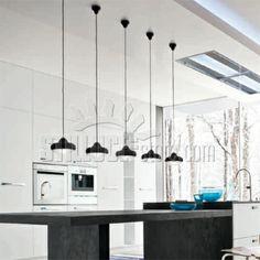 Linealight Ma&De Buniru lampada a sospensione in vinile, diffusore antiabbagliamento in policarbonato opalino. La parte superiore (rosone a soffitto) è in morbido vinile.  Colore: bianco o nero.