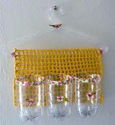 Cabide utilitário multiuso - crochê e garrafas pet