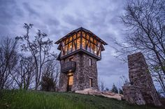 Resting on a stone pedestal, the Observation Lounge offers an entertaining space above the treetops. A wooden spiral staircase leads you through the three-story tower. Among the levels are a natural oak and chiseled stone kitchen and a living area...