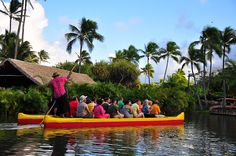 Oahu bucket list destination: Polynesian Cultural Center! Hawaii vacation tips with things to do on Oahu as free activities like hikes, beaches, and snorkeling from Waikiki to the North Shore, with interactive map. Checklist of Oahu activities for Hawaii bucket list destinations with the best travel photography spots for vacation pictures. Use it as a potential day trip itinerary as a self-guided island tour and island road trip for families and couples to see Hawaii on a budget!