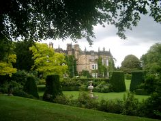 The movie-worthy sight of Renishaw Hall across its gardens