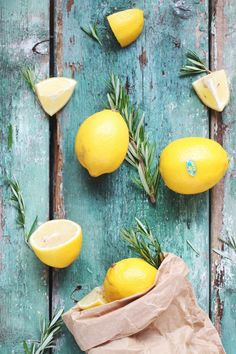 Kool-aide, capri sun, fruit by the foot, boxes of goldfish + bags of Oreos. These were a few of the staples of my childhood. Fruit Photography, Food Photography Styling, Food Styling, Fruits And Veggies, Vegetables, Veggie Recipes, Veggie Food, Mellow Yellow, Food Pictures