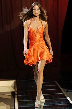 Versace Spring 2005 Ready-to-Wear Collection Photos - Vogue
