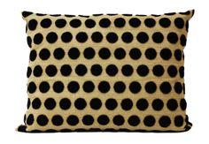 Almofada tecido especial com bolinhas de veludo. Mão de obra alto padrão.