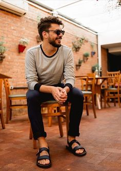 Leather Sandals, Men Sandals, Men's Leather, Barefoot Men, Mens Flip Flops, Sandals Outfit, Thinspiration, Male Style, Men's Style