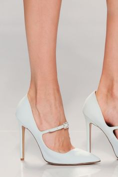Tired of the ankle strap.. Nice detail.. changes the look of the pump! Georges Hobeika Spring 2015