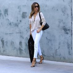 Beige blouse, leather jacket, white jeans and strap sandals for spring outfit. Style Watch: How to wear white jeans? Spring outfits with white jeans. How To Wear White Jeans, White Jeans Outfit, White Pants, Spring Street Style, Street Chic, Spring Summer Fashion, Fall Winter Outfits, Spring Outfits, High Fashion