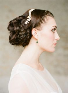 Chic Braided Wedding Hairstyles - Photo: Taylor & Porter via Wedding Sparrow