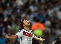 Eles curtiram a Copa como ninguém, e até o final. Após conquistar os brasileiros com muita simpatia e bom humor,  a seleção alemã também brilhou em campo. Com uma vitória suada de 1 a 0 sobre a Argentina no Maracanã - Gotze marcou aos 7 minutos do 2º tempo da prorrogação -, os alemães faturaram seu quarto título mundial.15/07/2014.