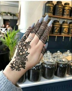 Mehndi henna designs are always searchable by Pakistani women and girls. Women, girls and also kids apply henna on their hands, feet and also on neck to look more gorgeous and traditional. Henna Hand Designs, Eid Mehndi Designs, Modern Henna Designs, Beginner Henna Designs, Wedding Mehndi Designs, Beautiful Henna Designs, Latest Mehndi Designs, Mehndi Designs For Hands, Henna Tattoo Designs