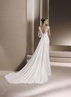 0b0f080b7aee Los 100 vestidos de novia 2019 más espectaculares Image  9 La Sposa Wedding  Dresses