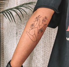 Line Art Tattoos, Bff Tattoos, Dainty Tattoos, Feminine Tattoos, Unique Tattoos, Body Art Tattoos, Small Tattoos, Sleeve Tattoos, Tatoos