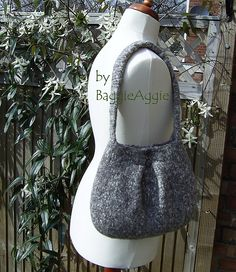 Ravelry: Felted No-Sew Olive Pleat Bag / Purse pattern by BaggieAggie