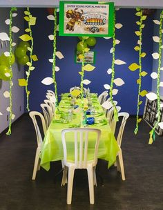 Skylanders party room @taniakiper we can make these vines
