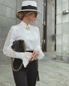 """@victoria_fox0001 on Instagram: """"What can be more classy than black&white... 🤍🖤 #favorite Look @malina_fashion ✔️"""" White Outfits, Classy Outfits, Trendy Outfits, Fashion Outfits, Woman Outfits, Women's Fashion, Paris Chic, Queen Dress, Business Fashion"""