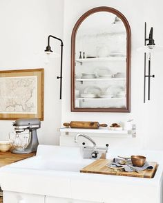 TESSA NEUSTADT (@tessaneustadt) • Instagram photos and videos Kitchen Sink Decor, Kitchen Cabinet Design, New Kitchen, Kitchen Ideas, Awesome Kitchen, Kitchen White, Kitchen Cabinetry, Kitchen Pantry, Kitchen Stuff