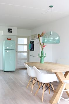 Mint Kitchen with FLY light | Disponible en Innova