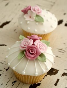 Icing Bliss: Vintage Chic Cupcakes