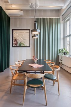 82 inspiring office meeting rooms reveal their playful designs 2 ~ Beautiful House Lovers Office Interior Design, Interior Exterior, Office Interiors, Room Interior, Interior Architecture, Futuristic Architecture, Office Office, Office Meeting, Meeting Rooms